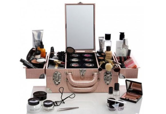 beauty case rosa con trucchi