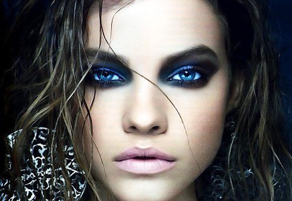ragazza con occhi azzurri