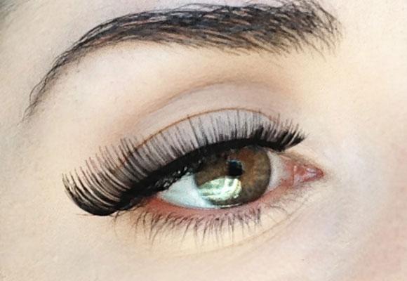 ciglia finte vintage sull'occhio