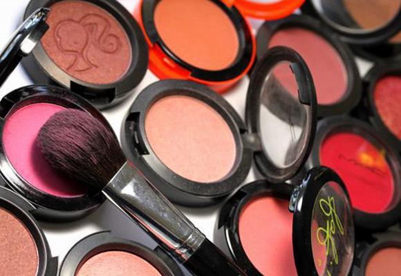 varie tonalità di blush o fard