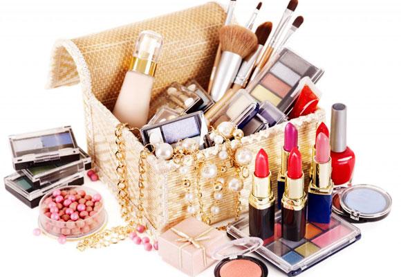 scatola con cosmetici
