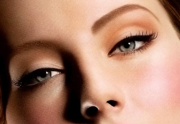 occhi truccati con eyeliner