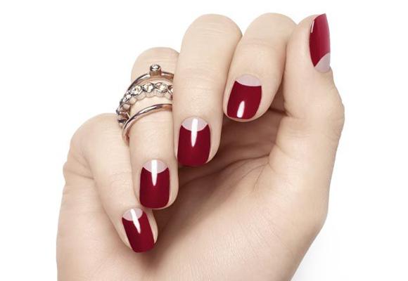 manicure a mezzaluna rosso e ca